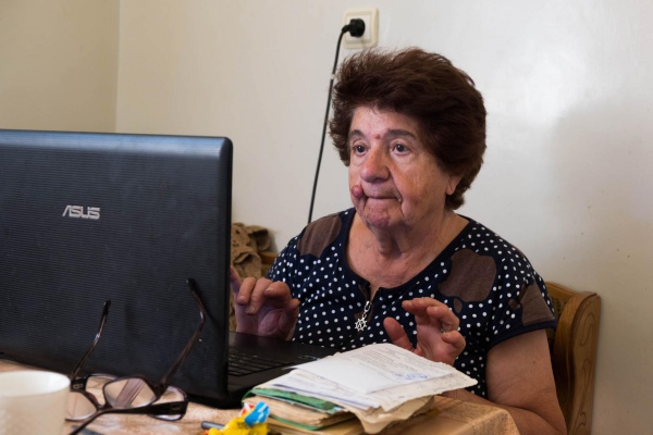 Irnia (81): Addicted to laptop and all the news it brings her (Armenia, 2018)